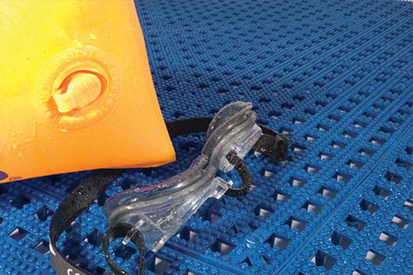 Schwimmbadmatte 01_Flexi-Deck_Blue