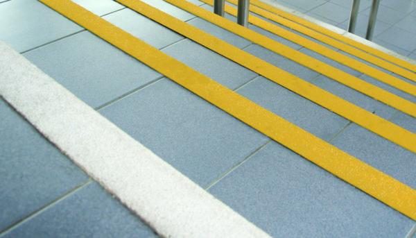 GFK Antirutsch Treppenkantenprofil COBAGRiP_Stair_Nosing